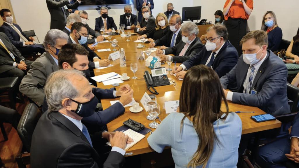 Presidente da ABIMÓVEL participa de reunião em defesa da desoneração da folha de pagamento  Imagens: Apolos Neto